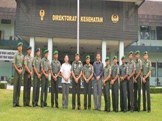 Direktur Kesehatan TNI AD Tutup Seleksi dan TC Cabang Olahraga Anggar TNI AD