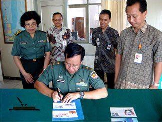 Direktur Ajudan Jenderal TNI AD Tandatangani Kerja Sama Dengan PT Pos Indonesia