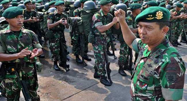 Pangdivif 2 Kostrad Pimpin Upacara Pelepasan Satgas Yonif 413/Bremoro Ke Perbatasan Indonesia-Malaysia