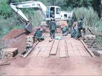 Satgas Zeni TNI Berhasil Perbaiki Jembatan Dan Jalan Selama 7 Hari Di Kongo