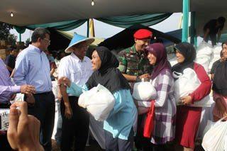 Kopassus Bersama BUMN Dan Media Indonesia Group Gelar Pasar Murah