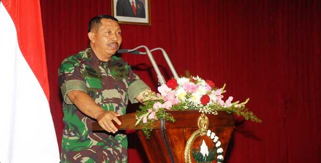 Gubernur Akmil Beri Pengarahan Anggota Persit