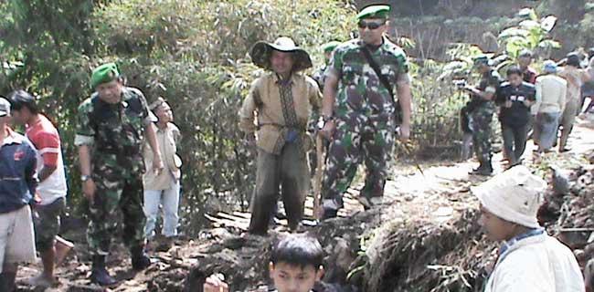 Karya Bakti Prajurit Kodim 0611/Garut Di Lokasi Bencana Alam Tanah Longsor