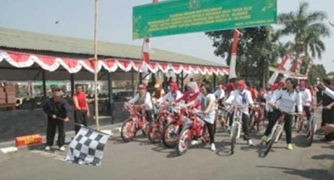 Ketua Persit KCK PD III/Slw Olah raga Bersama di Koorcabrem 062