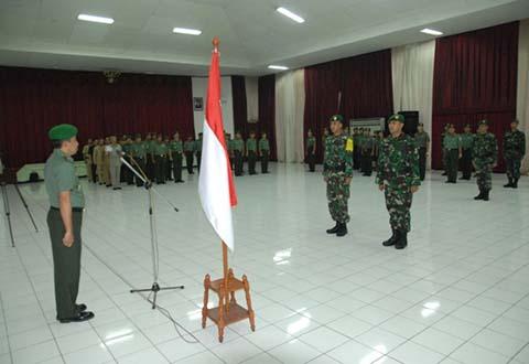 Direktur Topografi Angkatan Darat Pimpin Upacara Kembali Tugas Tim IRM dan Berangkatkan Tim Pra IRM Batas Negara RI - Malaysia Sektor Barat Tahun 2013.
