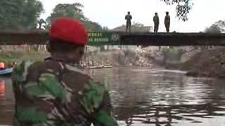 Karya Bakti Pembersihan Sungai Ciliwung Tahun 2013