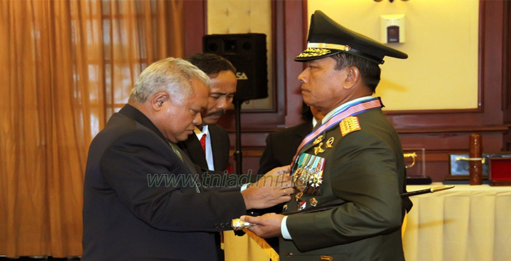 Panglima TNI Terima Tanda Kehormatan