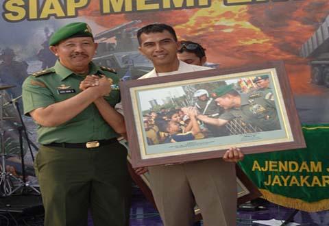 PNS Dittopad Juara III Lomba Foto Dalam Pameran Alutsista TNI AD