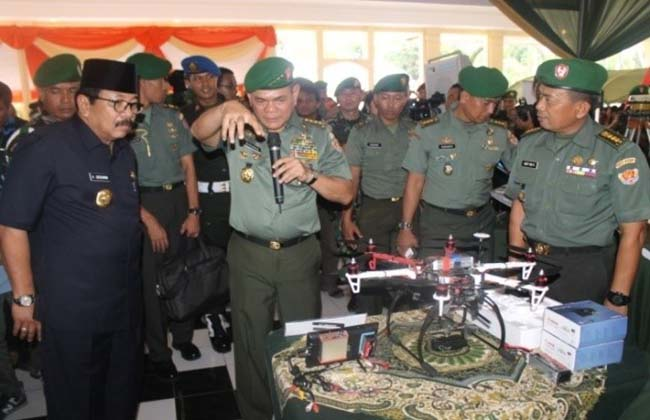 Topografi Ikuti Pameran Alutsista TNI AD Dalam Rangka Hari Juang Kartika 2013 di Surabaya