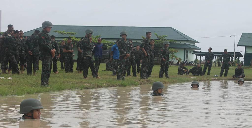 Prajurit 174/ATW Laksanakan Latihan Renang Militer dan Hanmars