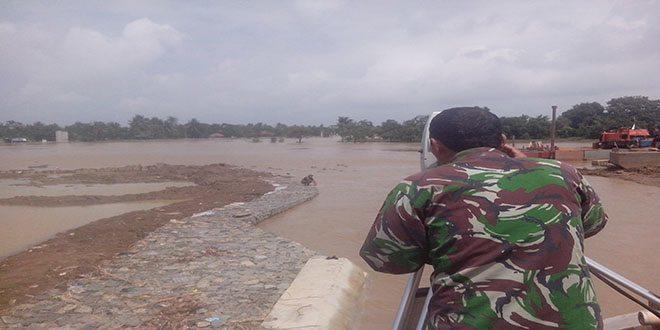 Dittopad Membantu Siaga Banjir di Posko Koramil 03 Cabang Bungin Kecamatan Muara Gembong Kabupaten Bekasi