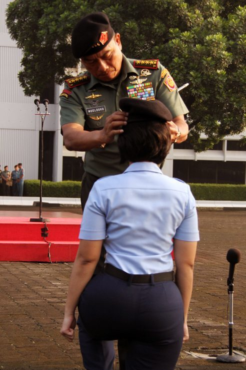 Prajurit Mabes TNI Resmi Gunakan Baret Hitam