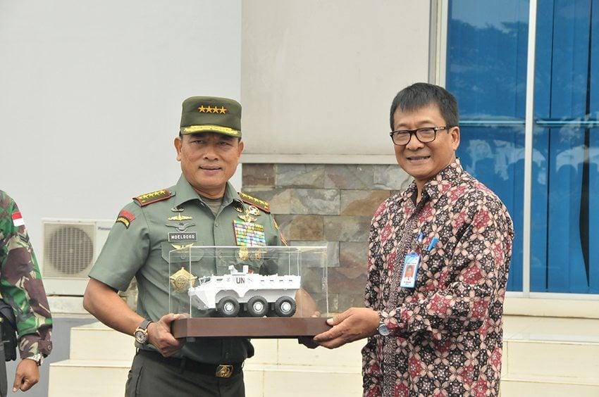 Panglima TNI Terima 24 Panser Anoa dari PT. Pindad