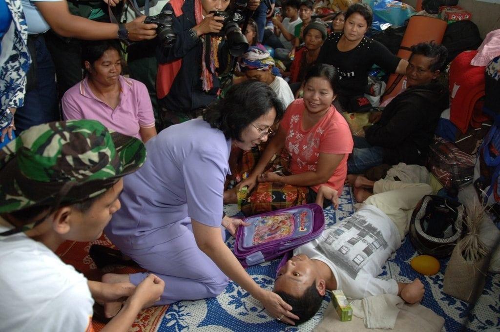 Dharma Pertiwi Bantu Korban Pengungsi Gunung Sinabung