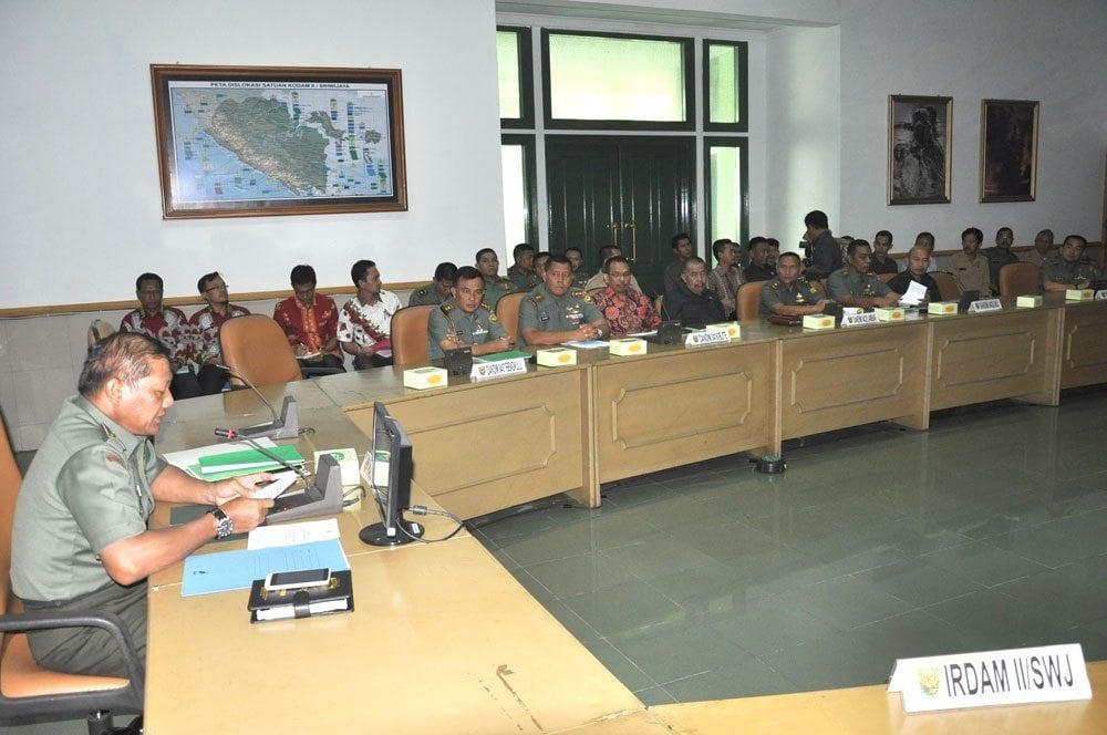 PANGDAM II/SRIWIJAYA : MANTAPKAN KEMANUNGGALAN TNI-RAKYAT