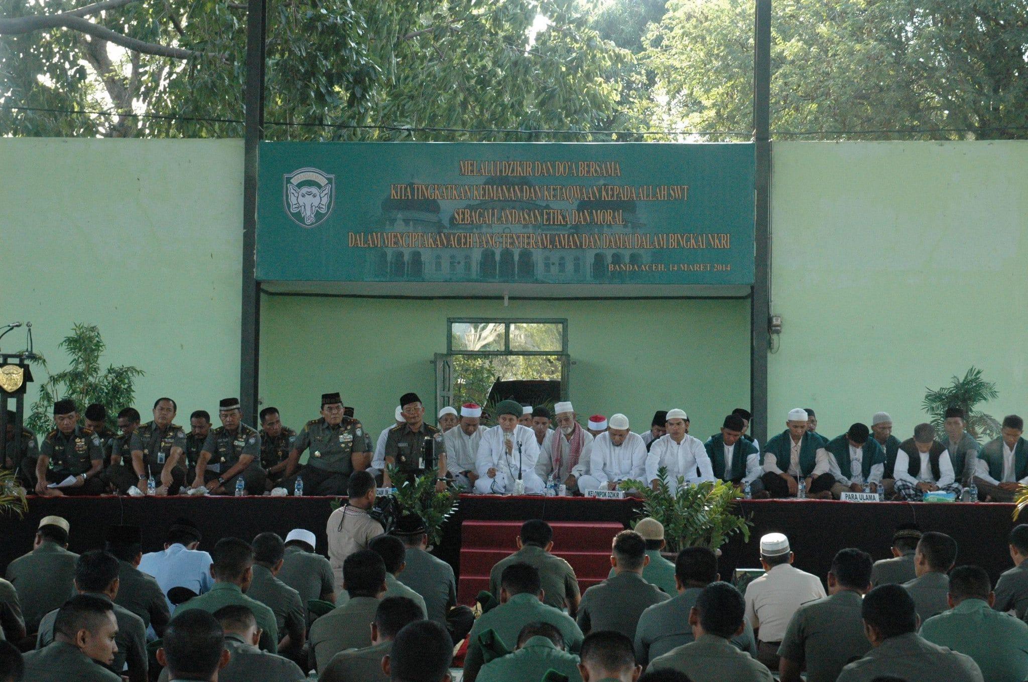 Ratusan Prajurit Kodam Zikir Bersama Dengan Masyarakat