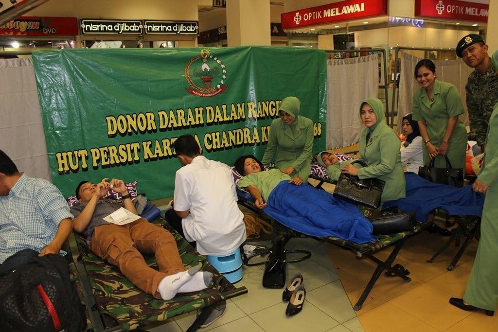 Dalam Rangka memperingati HUT Kostrad Ke-53 Divif 2 Kostrad Mengadakan Bhakti Sosial Donor Darah