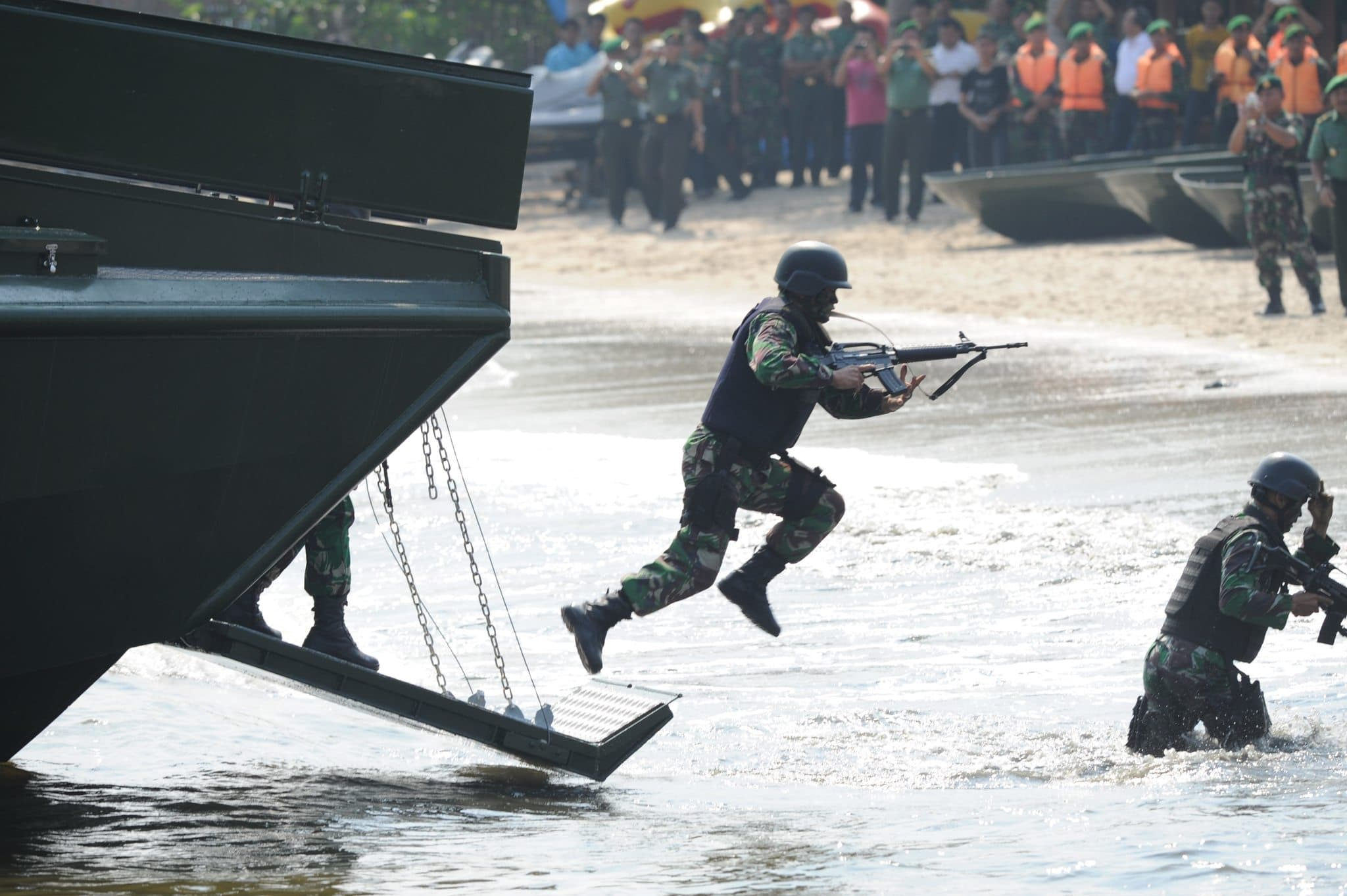 Kasad Luncurkan Kapal Cepat Produk TNI AD