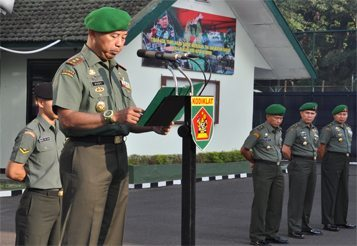 WADAN KODIKLAT TNI AD PIMPIN UPACARA 17-AN