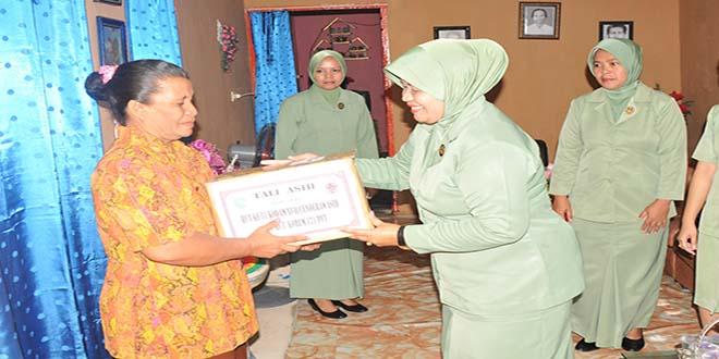 Wakil Ketua Persit KCK Koorcab Rem 171 Pimpin Pelaksanaan Anjangsana ke Warakawuri.