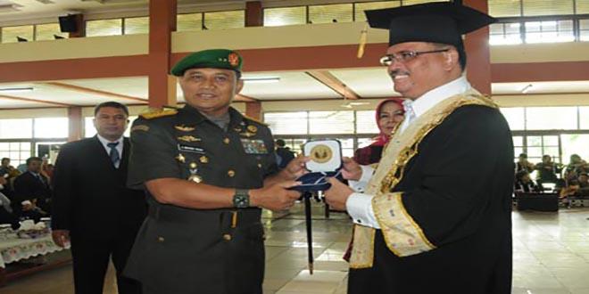 pangdam-Untan Award1