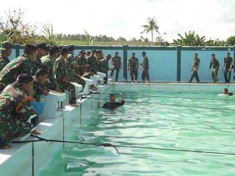 Yonif 641 Raider Rajai Lomba Renang Peleton Tangkas HUT Kodam XII/Tanjungpura