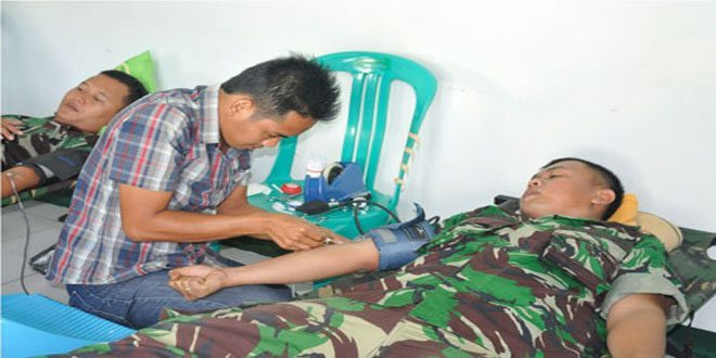 Denpom XII/1 Sintang Donor Darah HUT Pomad Ke 68 Tahun 2014