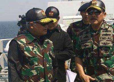 MENHAN DAN PANGLIMA TNI TINJAU LATGAB TNI 2014