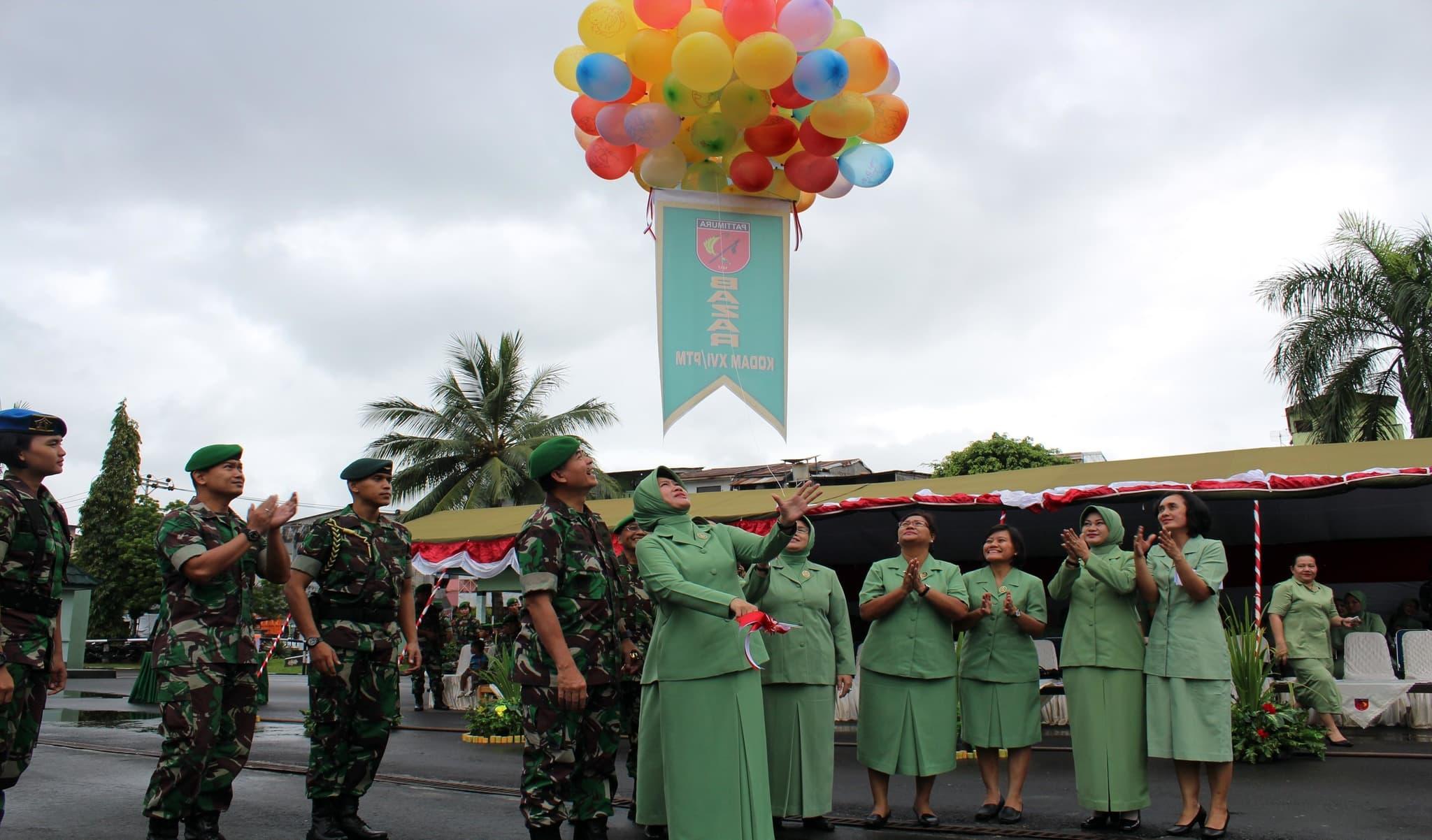 PRAJURIT DAN MASYARAKAT KOTA AMBON BERAMAI-RAMAI SERBU MAKODAM XVI/PATTIMURA