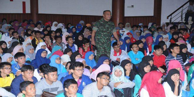 Korem 032/WBR Terjun ke Universitas Unand Padang Dalam Rangka Memantapkan Nilai-Nilai Wawasan Kebangsaan Kepada Mahasiswa Baru