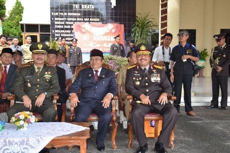 Danrem 102/Pjg Upacara Peringatan HUT Bhayangkara Ke-68 Tahun 2014 Di Halaman Polda Kalteng