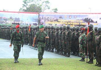 DANKODIKLAT TNI AD TUTUP LATIHAN RAIDER YONIF 712/WIRATAMA KODAM VII/WIRABUANA TA. 2014