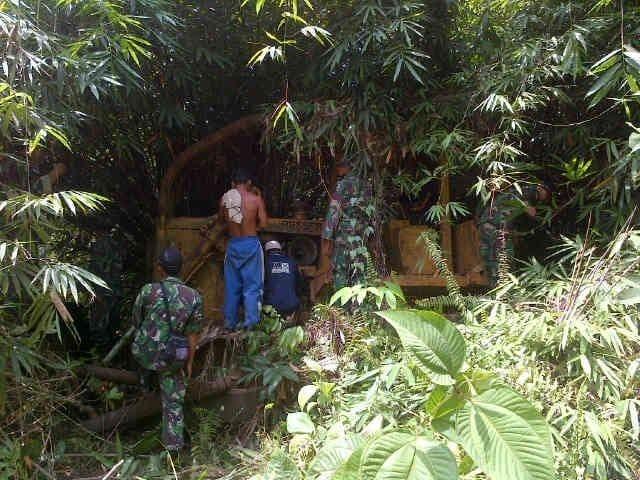 Bulldozer Ditemukan Satgas Pamtas Yonif 315/Garuda