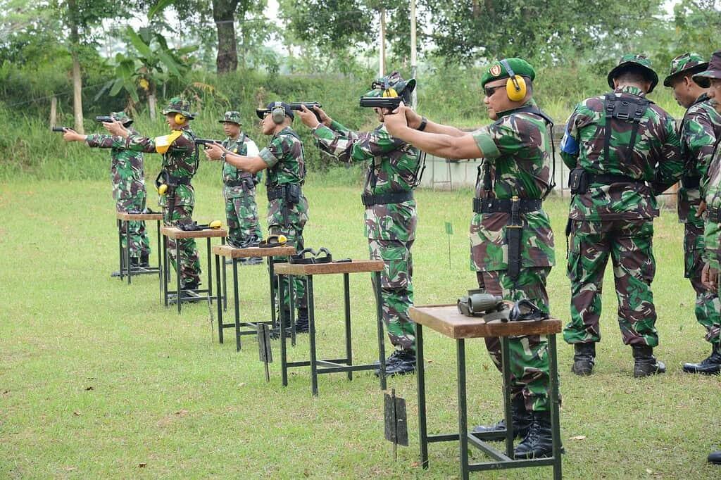 Prajurit AKMIL Pelihara Kemampuan Menembak