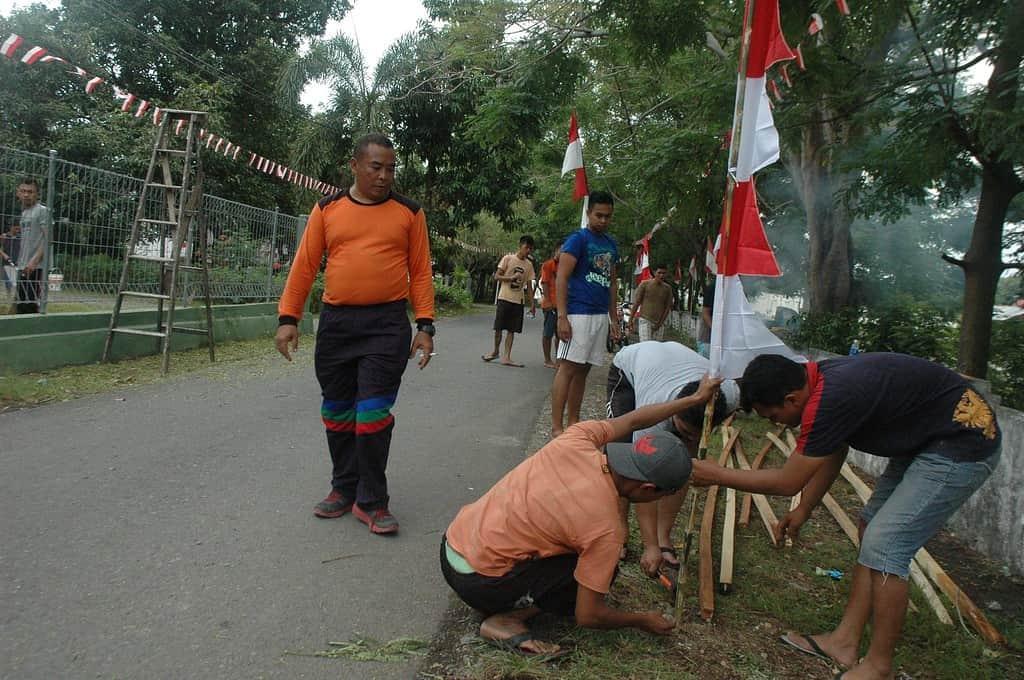 Semarak Merah Putih di Komplek Asrama TNI Jelang 17-An