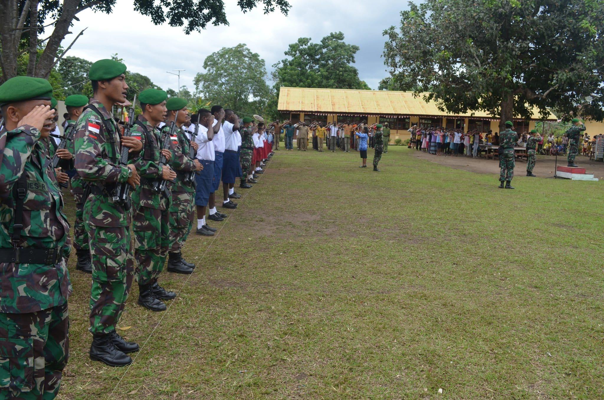 Satgas Pamtas RI-PNG Yonif 320/BP Menggelar Upacara Bendera HUT Ke-69 RI di Kampung Terdepan Tapal Batas RI-PNG