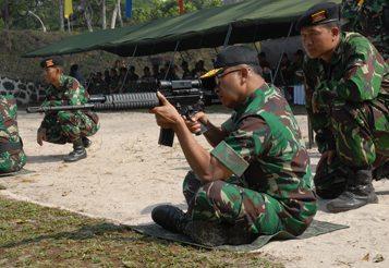 Kodiklat TNI AD Laksanakan Latihan Menembak Di PT Pindad