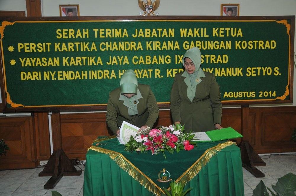 Serah Terima Jabatan Wakil Ketua Persit Kartika Chandra Kirana PG Kostrad Ny. Indra Hidayat Kepada Ny. M.Setyo Sularso