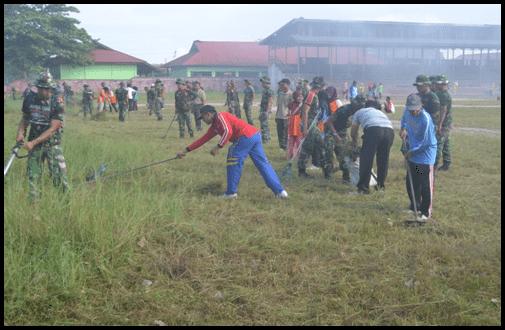 Kodim 1015/Sampit Karya Bhakti TNI Pembersihan Jalan Ds. Telaga Pulang