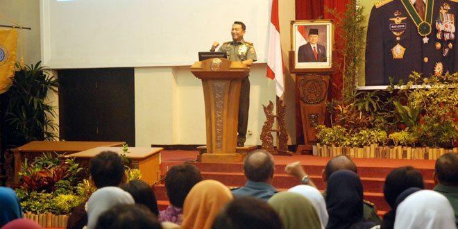 Kuliah Umum Panglima TNI di UNS