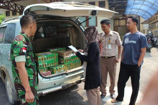 Satgas Yonif 501/Bajra Yudha Gagalkan Penyelundupan 180 Satwa Burung