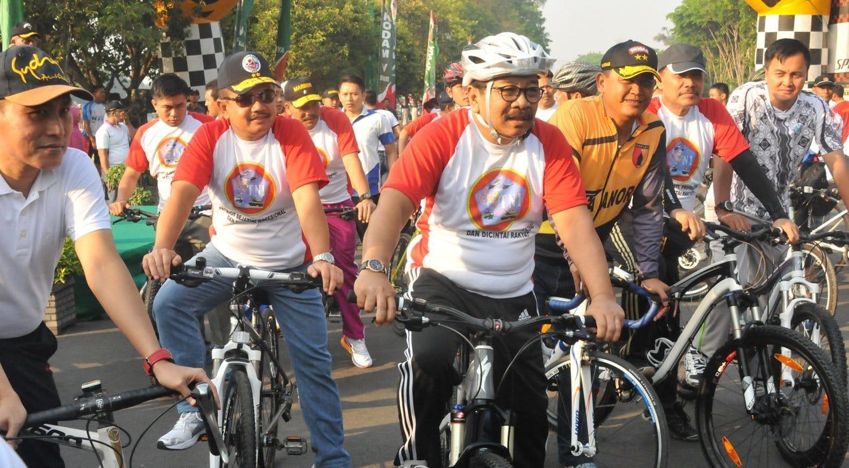 8 Para Pejabat Persiapan Mengikuti Fun Bike