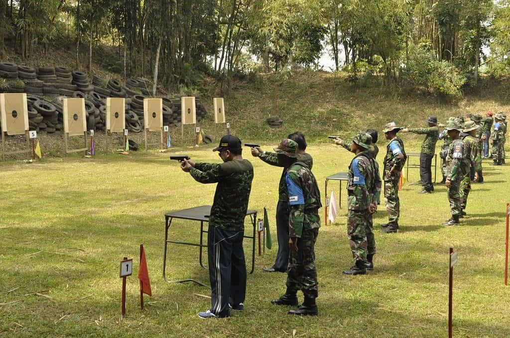 Danrem 071/Wk Latihan Menembak Bersama Forkopimda Banyumas, Forkopimda Purbalingga, Polri Dan Rektor UNSOED