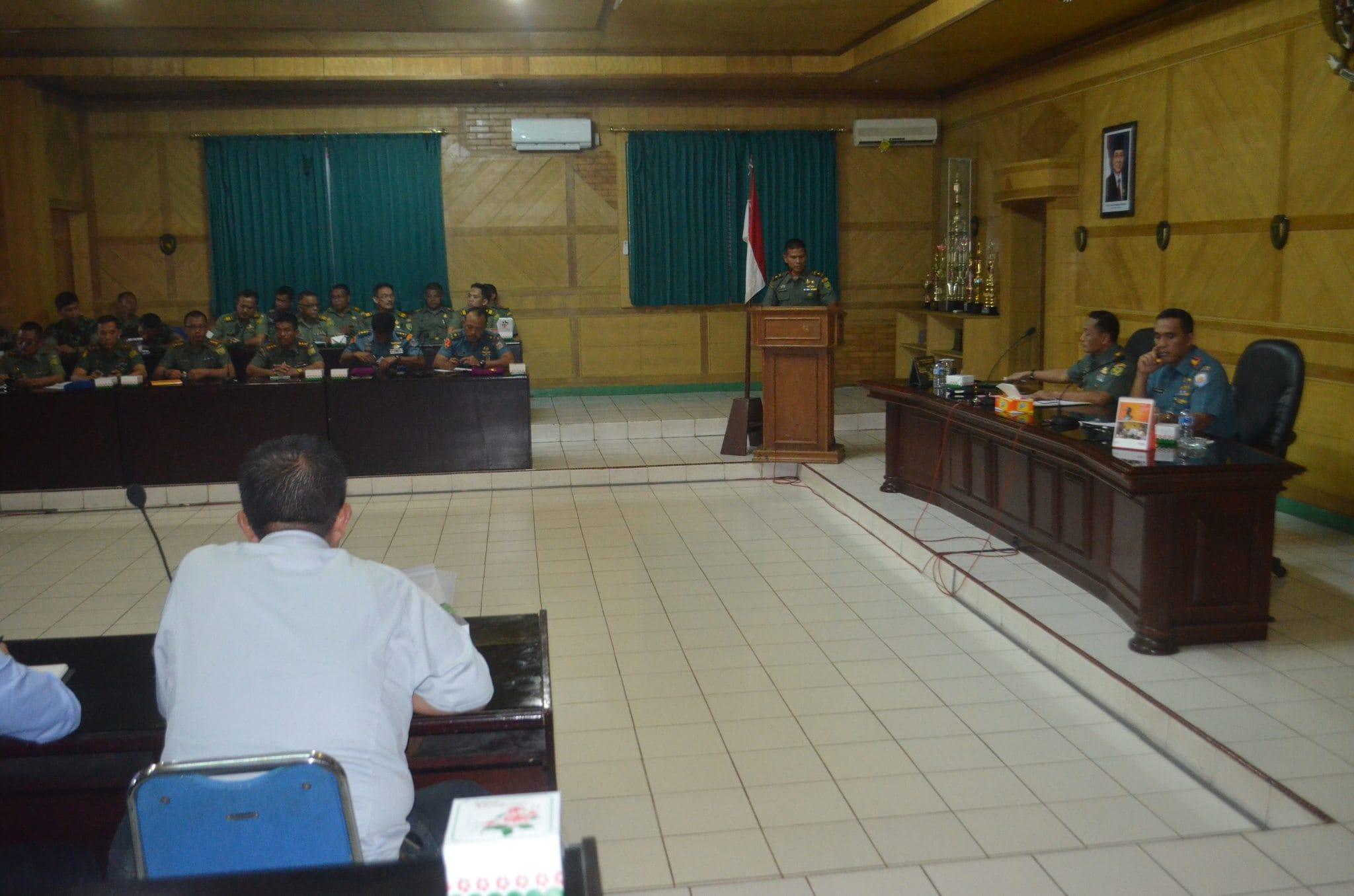 Danrem 043/Gatam Buka Bhaksos HUT TNI Ke 69 Tahun 2014