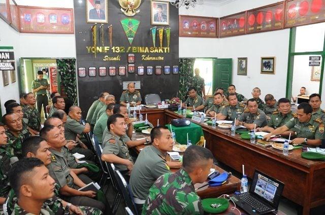 Danrem 031/Wirabima Brigjen TNI Prihadi Agus Irianto Terima Paparan Danyonif 132/Bimasakti
