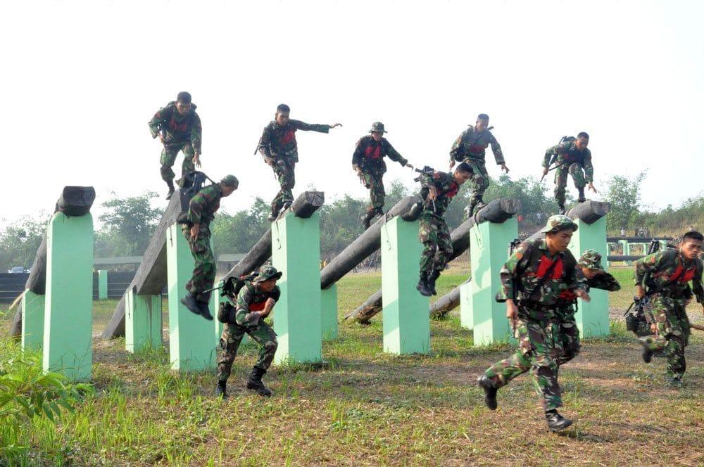 YON ZIPUR-2/SG JAWARA LOMBA HALANG RINTANG HUT TNI