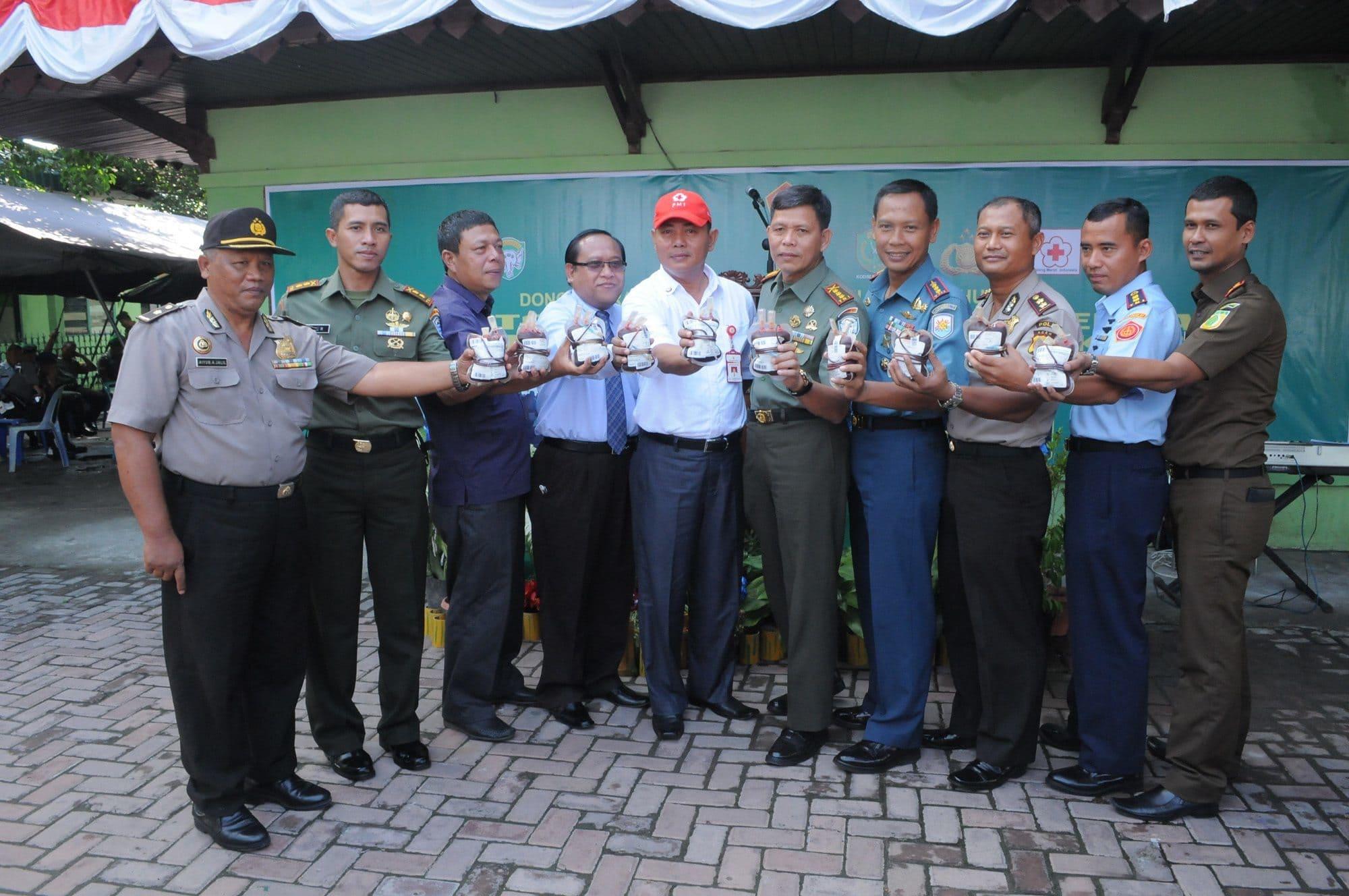 KOREM 011/LW GELAR KEGIATAN BAKTI SOSIAL DONOR DARAH DALAM RANGKA MEMPERINGATI HUT KE–69 TNI