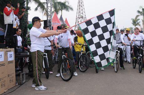 TNI bersama Masyarakat Fun Bike
