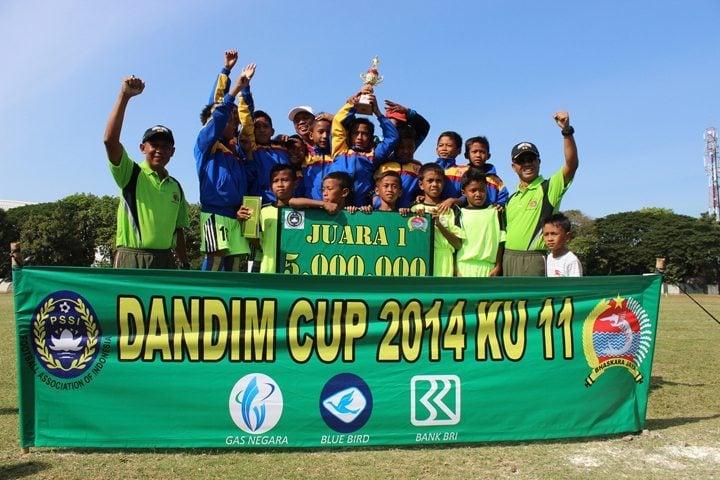 Sepak Bola Rebutkan Piala Dandim 0832 CUP