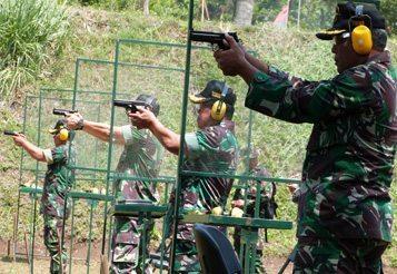 PAMEN KODIKLAT TNI AD REBUT JUARA II LOMBA TEMBAK PISTOL EKSEKUTIF DALAM RANGKA HUT KE-69 TNI SEGARNISUN II BANDUNG-CIMAHI
